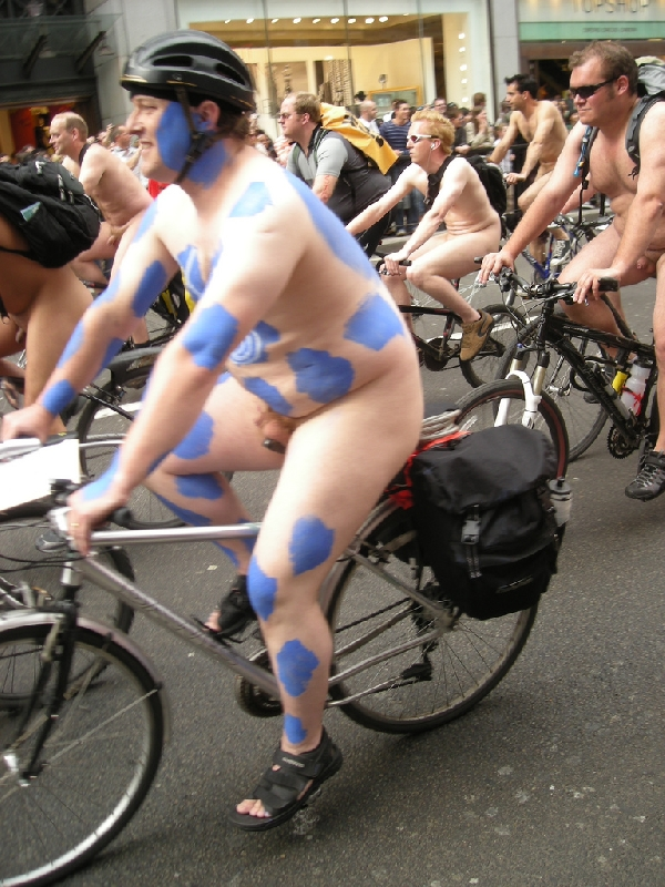 worldnakedbikeride wnbr cyclonue ciclonudista london
