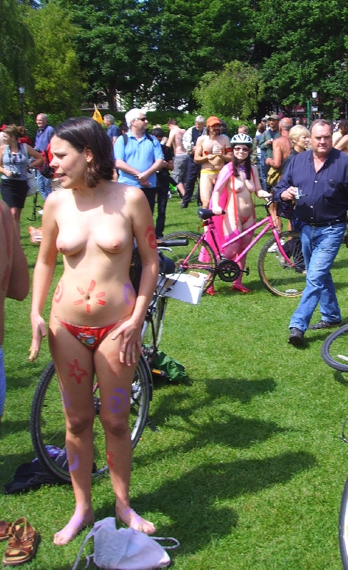 WorldNakedBikeRide cyclonue ciclonudista 2008 Brighton